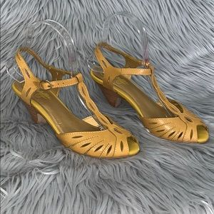 Seychelles vintage look t-strap peep toe heels